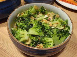 Geschmelzter Mandel-Broccoli